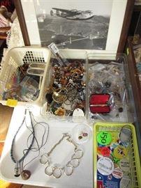 vintage jewelry, political pins / pinbacks