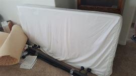 Tempurpedic eastern king/2 xl twins mattress