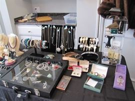 Fine Jewelry & Designer - Retired James Avery, David Yurman, Lagos, John Hardy, Kendra Scott & more
