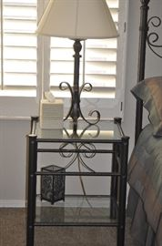 SINGLE END TABLE/NIGHT STAND, TABLE LAMP, DECOR