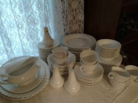 J&G Mekin China - Service for 8 (including serving dishes) - Classic White