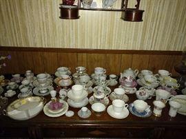 Lots of tea cups/saucers