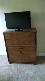 TV 75 dresser 80