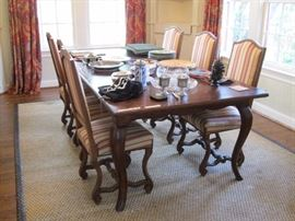 Beautiful Oak table with 6 antique chairs.