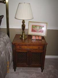 Kindal bedside table