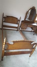The bed is in excellent condition, with fine turned work on posts, headboard and footboard.
