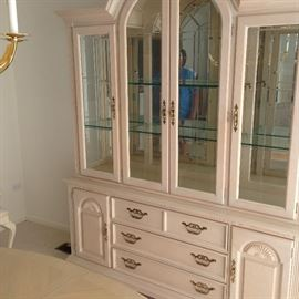 Stanley Arched Beautiful China Cabinet, Mirrored Back, Light cream finish.  400.00   #708  SUNDAY SALE ONLY THE DINING ROOM SET 800.00   A MUST SEE  STUNNING SET !!!!!