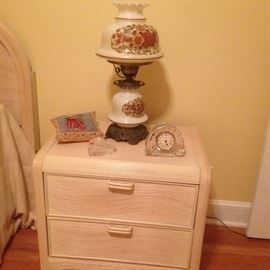 Bedroom, Contemp, sidetable w lamp