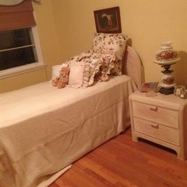 Bedroom, Contemp, Bed Side Table