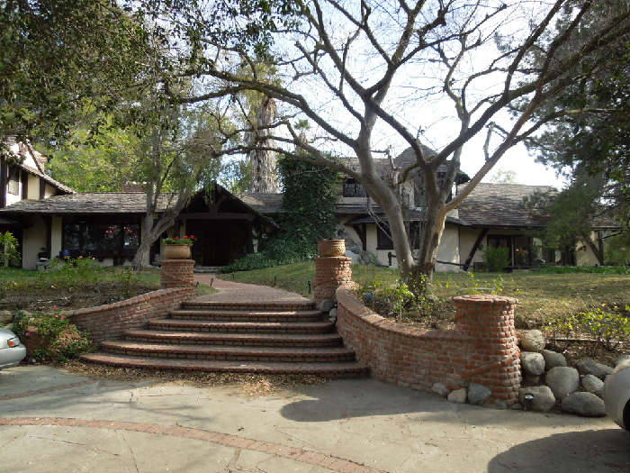 HOUSE DESIGNED BY ROBERT BYRD  AND BUILT IN 1978. THE HOUSE IS FOR SALE...