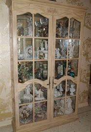 Not all contents in this photo are available - picture to show furniture piece only