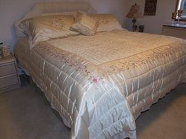 FABULOUS NEW KING SIZE COMPLETE BED INCLUDING DESIGNER STYLE PADDED HEAD BOARD. BEDDING PRICED SEPERATELY