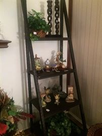 Graduated display shelf