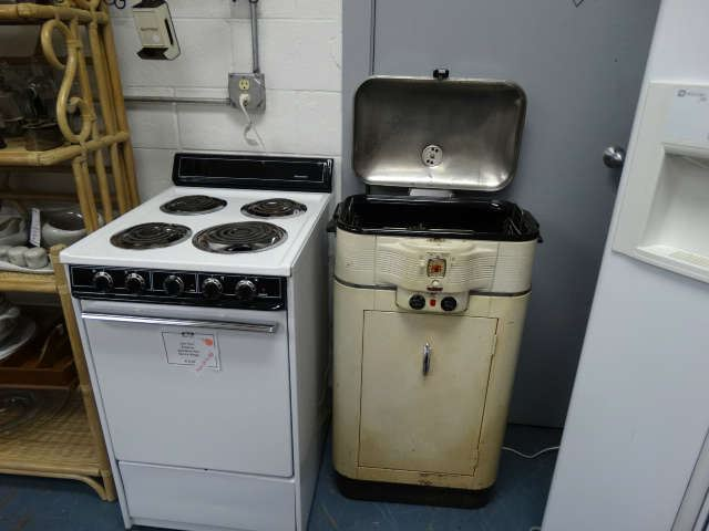 like new apartment size electric stove vintaaage art deco roaster