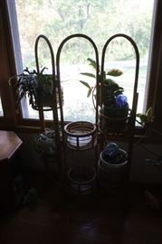 Wicker plant holder