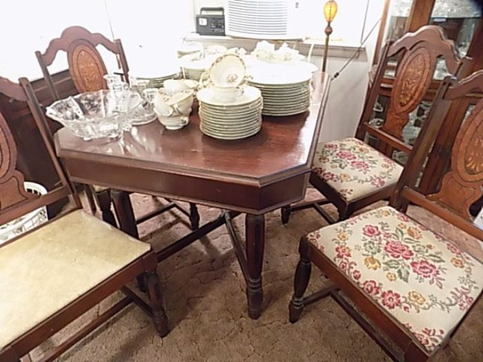 Vintage Dinning Room Table & 4 Chairs