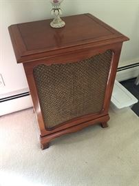 Stereo Speaker - matches the stereo unit