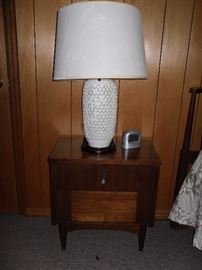 Pair of vintage lamps and end tables