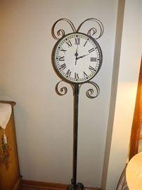 Standing floor clock