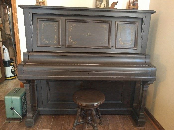 Sohmer & Co. (New York) upright Grand Piano, from 1903, serial #: 31277#6, with matching stool sample.