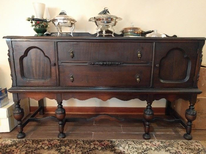 1930's mahogany sideboard, in great condition.