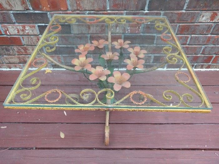 LOVE this vintage metal outdoor side table. The next pic is of its matching planter.