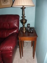 Mahogany stacking side tables, matching pair of brass lamps, phone