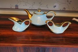 Pearl China Company Teapot, cream & sugar