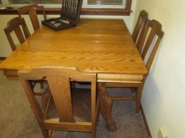 Dining Room Nice Oak table 6 chairs (1 leg broken on chair)