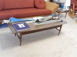 LANE MID-CENTURY COFFEE TABLE TO MATCH END TABLES