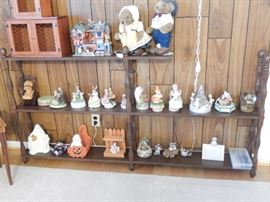 ASSORTMENT OF MUSIC BOXES AS WELL AS OTHER ITEMS ON ETAGERE