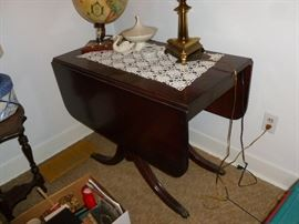 Beautful drop leaf table