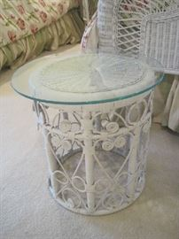 Glass top on white wicker round base