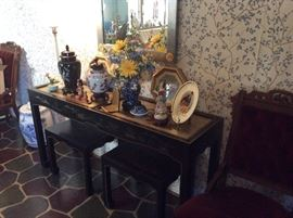 LOTS OF VINTAGE AND ANTIQUE ASIAN VASES
