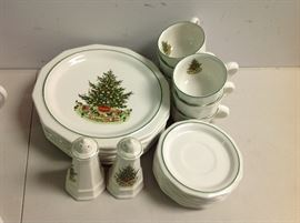 "Pfaltzgraff ""Christmas Heritage"" - Approx. 20 Pieces - 1 of 2 Sets"