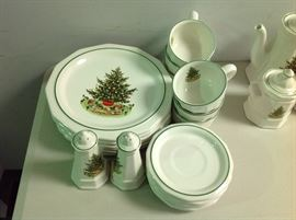 "Pfaltzgraff ""Christmas Heritage"" - Approx. 20 Pieces - 2 of 2 Sets"