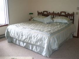 Full size bed & mattress, part of bedroom set.