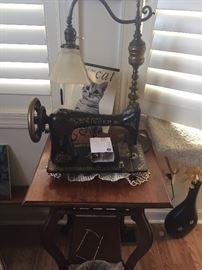 Vintage Singer sewing machine & unique lamp
