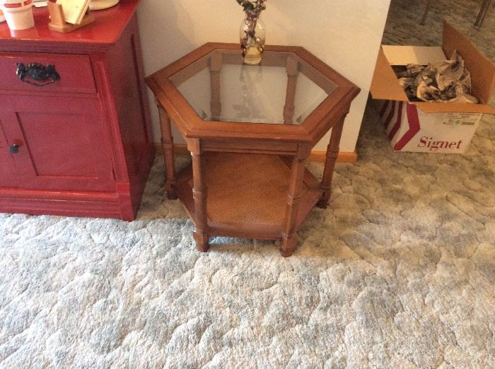Octagon shaped end table with glass insert & shelf in great condition