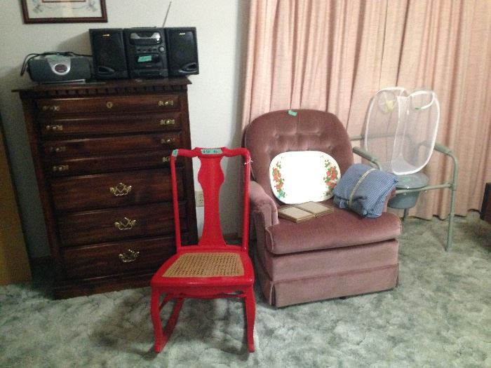 Red rocker, pink rocker, chest and radios
