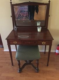 FEDERAL STYLE DRESSING TABLE AND MIRROR