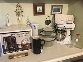 KitchenAid mixmaster, like new. Bunn coffee maker...new