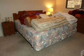 wonderful king bed w/nice clean mattresses