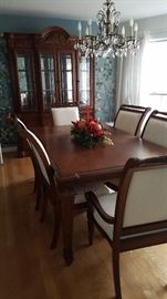 Dining room table with six chairs includes two leaves