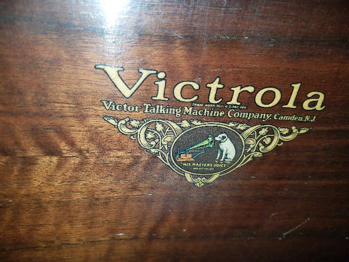 Victrola VV8-30 cabinet phonograph with built-in speaker, spare needles and two binders of records
