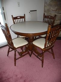 KITCHEN TABLE W/ 1 LEAF, 4 CHAIRS