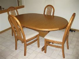 Oak dining set with 5 chairs and hidden leaves