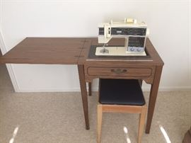 Singer 6268 Sewing Machine w/ Cabinet