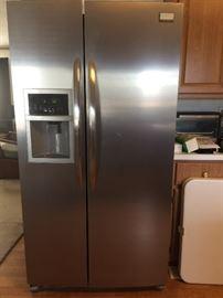 2012 Frigidaire Refrigerator Like NEW!