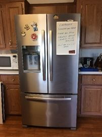 Like New Whirlpool Gold Refrigerator French Style